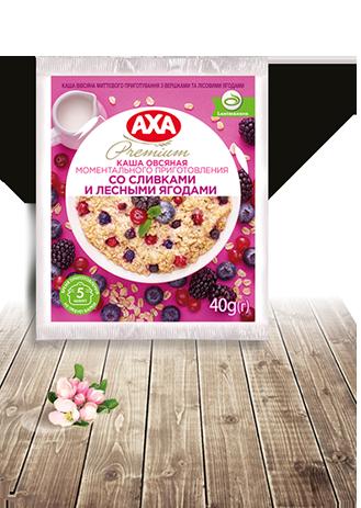 Instant Oat Porridge with milk and wild berries
